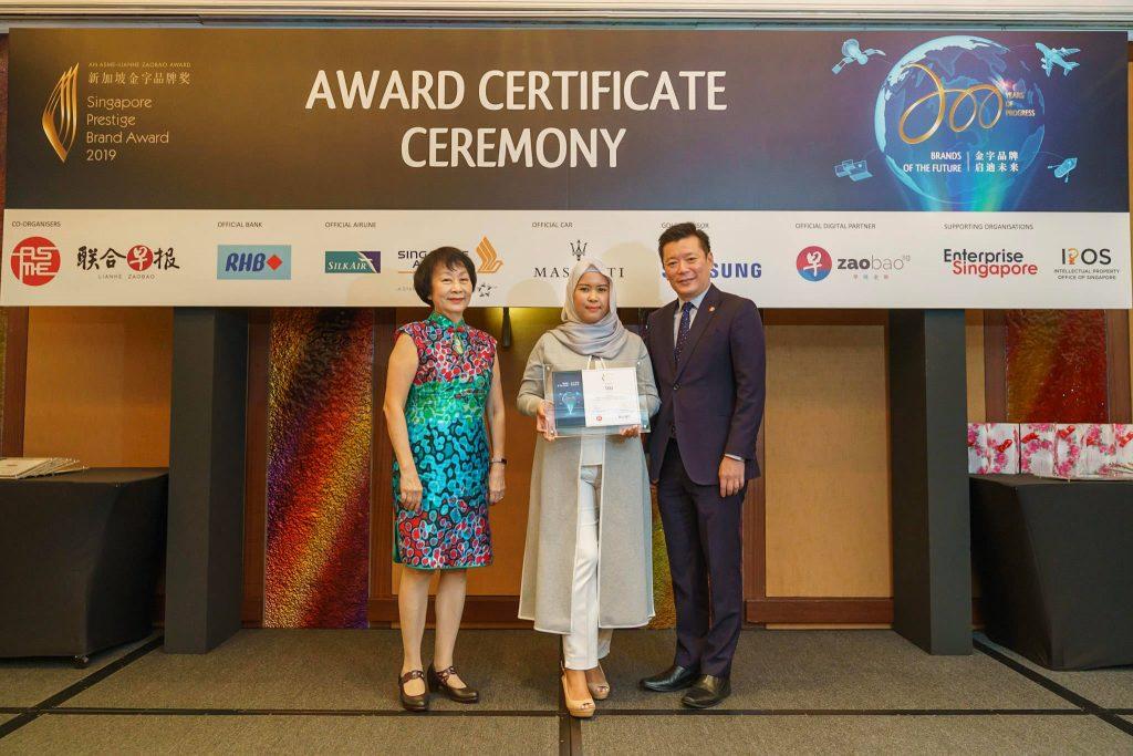 95-SA902657-2019-award-certificate-ceremony